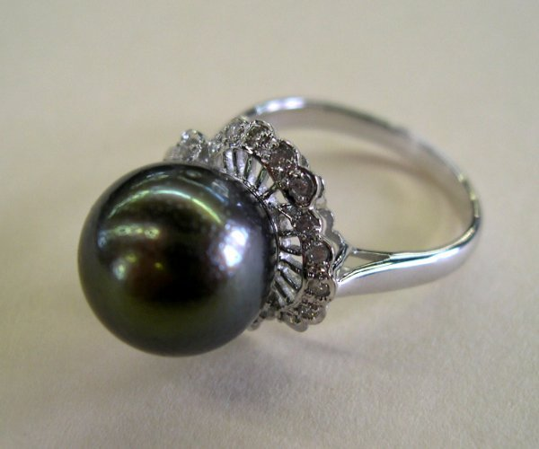 873: White Gold and Black Tahitian Pearl Ring