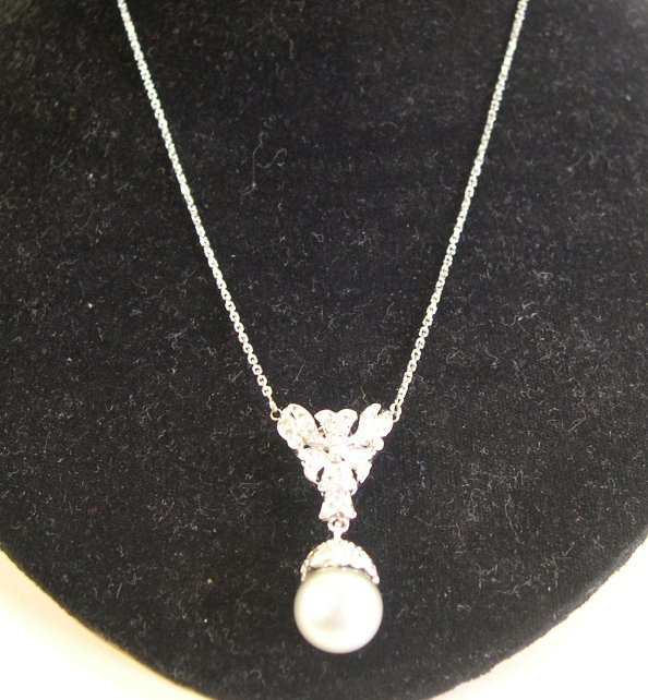 874: White Gold and South Sea Pearl Pendant Necklace
