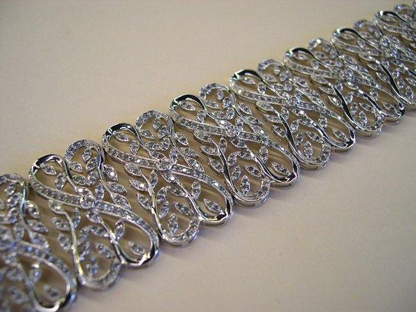 764: Gold and Diamond Flexible Mesh Bracelet