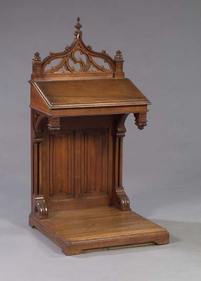 819: Gothic-Style Mahogany Prie Dieu