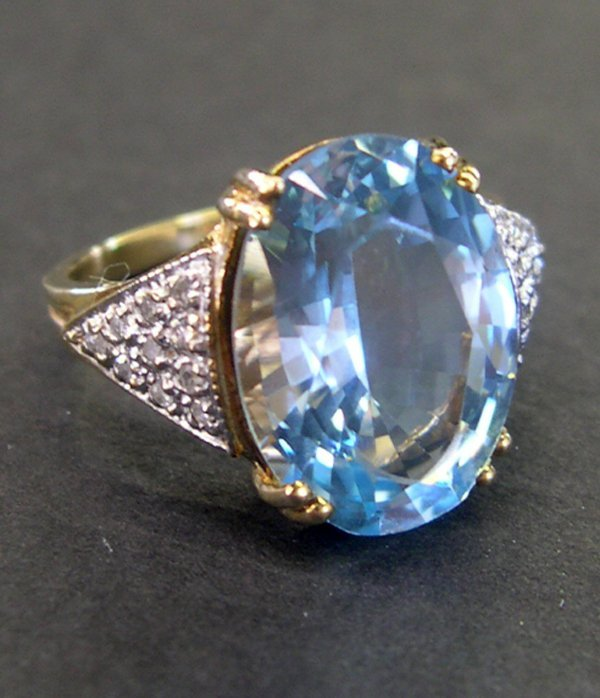 761: Gold, Blue Topaz and Diamond Ring