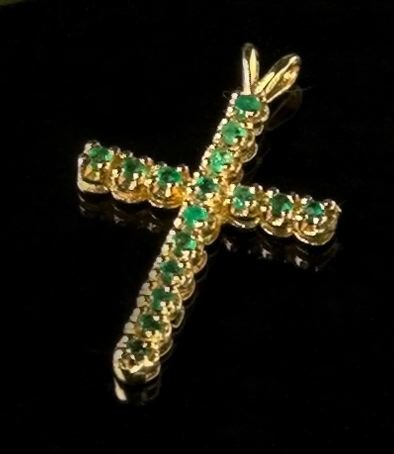 772: Gold and Emerald Pendant Cross