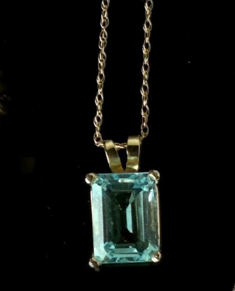 721: Gold Aquamarine Pendant Necklace
