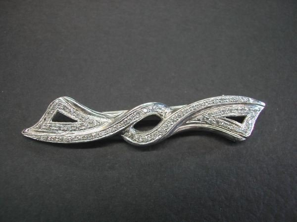 722: White Gold and Diamond Bow Brooch