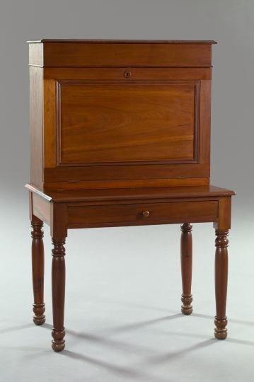 995: American Provincial Walnut Plantation Desk,