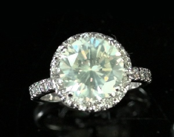 766: White Gold and Diamond Engagement Ring