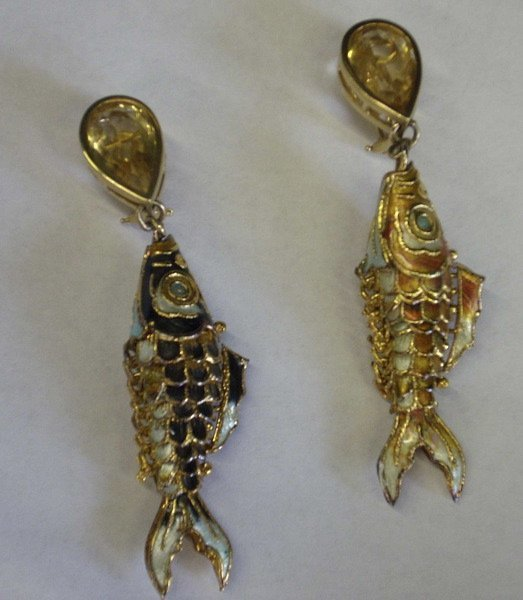 771: Yellow Gold, Pendant Fish Earrings