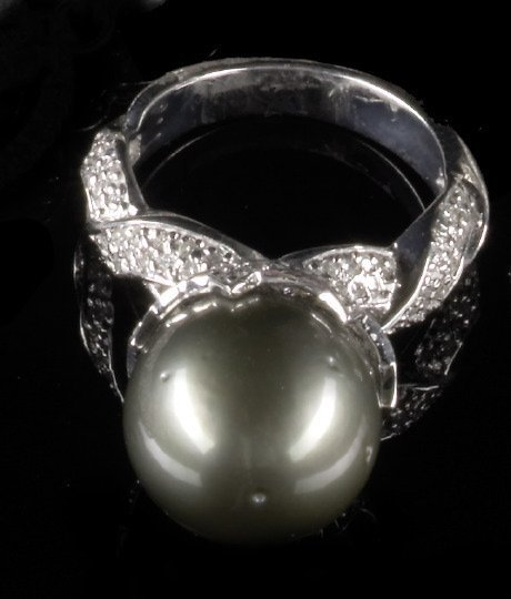 755: Gold, Tahitian South Sea Pearl and Diamond Ring
