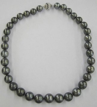 771: Single-Strand Tahitian Pearl Necklace