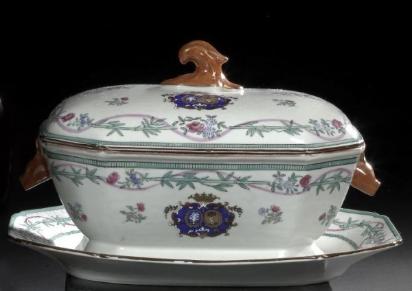 11: Chinese Export Porcelain Covered Tureen and Stand