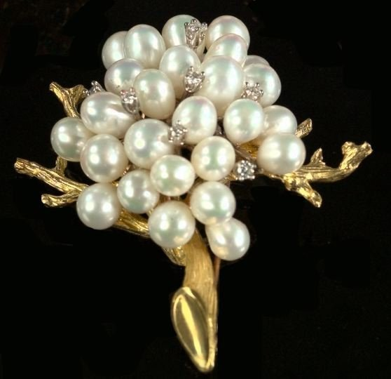 713: Yellow Gold, Pearl and Diamond Cluster Brooch