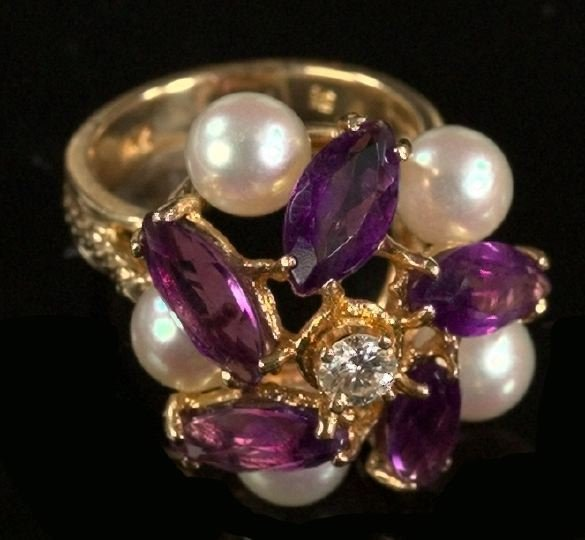716: Yellow Gold, Amethyst, Pearl and Diamond Ring