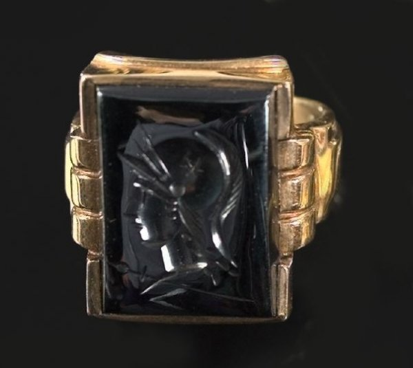 811: Ten-Karat Yellow Gold and Hematite Intaglio Ring
