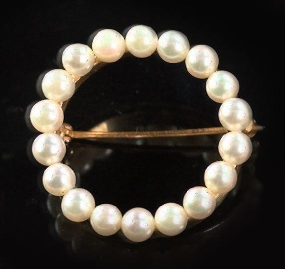 816: Gold and Pearl Circular Brooch