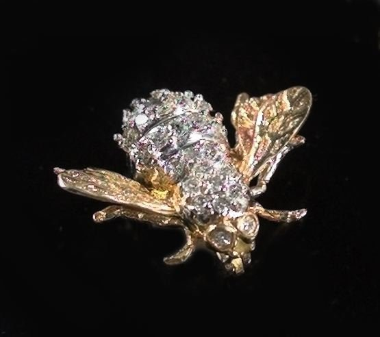 818: Gold and Diamond Bumble Bee Brooch