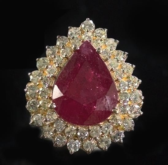 819: Gold, Ruby and Diamond Dinner Ring