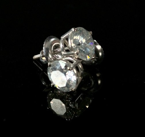 716: White Gold and Diamond Stud Earrings