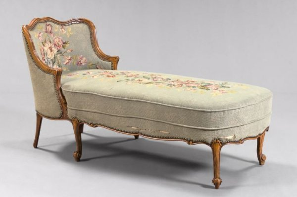 19: Louis XV-Style Fruitwood Chaise Longue,