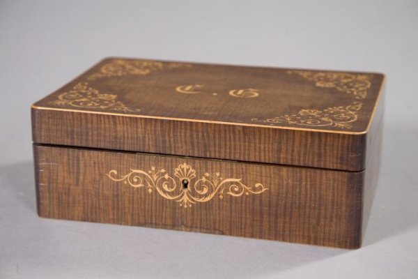 847: Sorrento Strie Mahogany and Marquetry Jewel Box