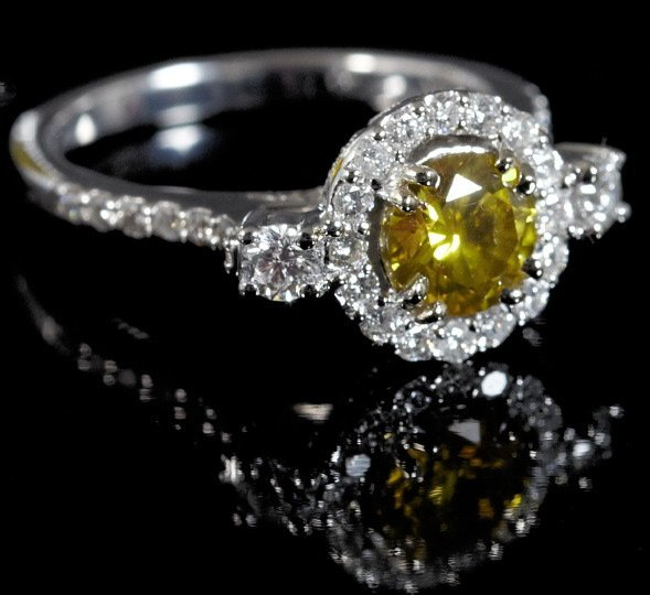 842: Gold and Fancy Yellow Diamond Ring