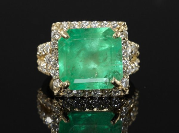 848: Gold, Emerald and Diamond Ring