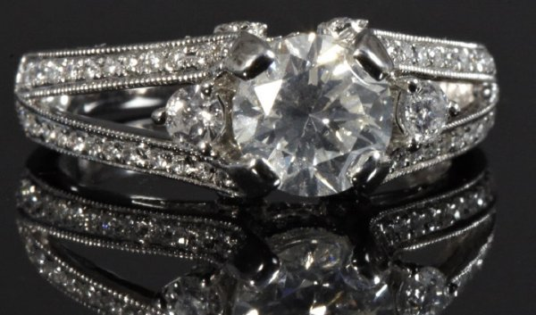 825: White Gold and Diamond Lady's Ring