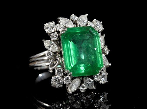 866: Gold, Diamond and Synthetic Emerald Ring