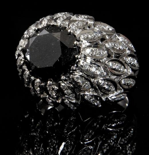871: Gold and Black and White Diamond Ring