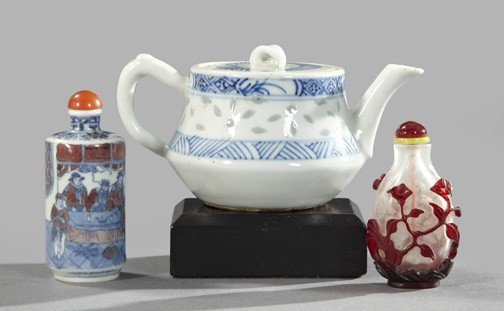 532: Group of Chinese Porcelain and Glass Items