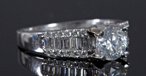 733: Gold and Diamond Wedding Ring