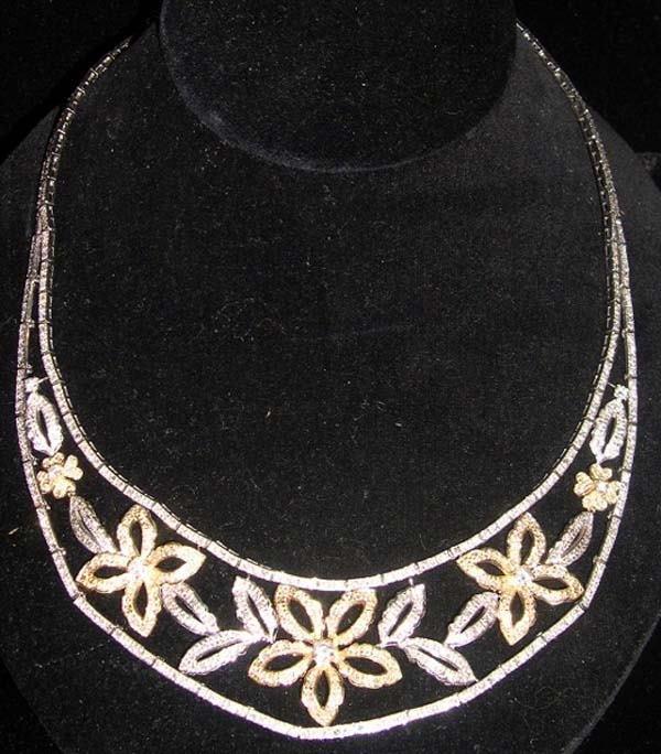 621: WHITE, YELLOW GOLD DIAMOND NECKLACE