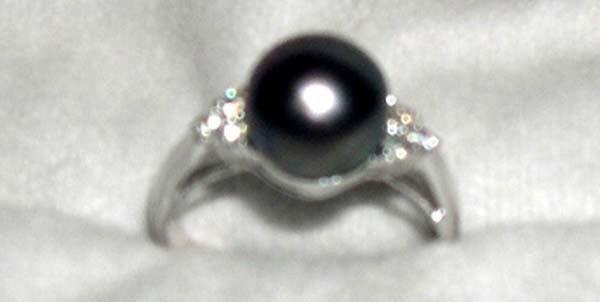 624: WHITE GOLD, PEARL, DIAMOND RING