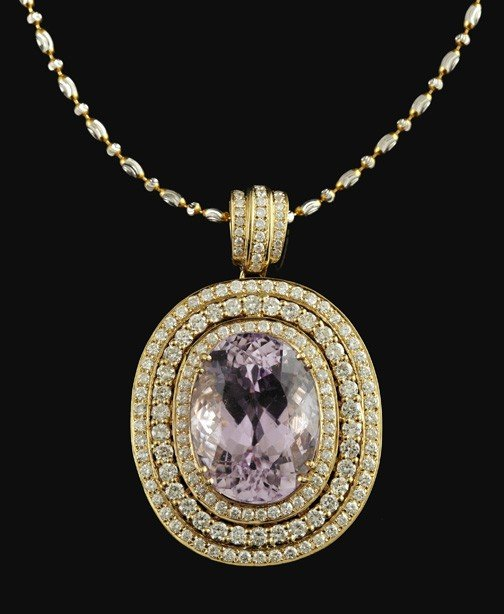 771: Gold, Kunzite and Diamond Pendant Necklace