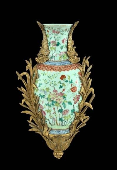583: French Ch'ien Lung Porcelain Wall Pocket