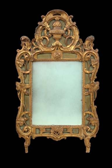 588: French Carved Giltwood Mirror