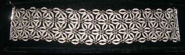 1254: Fourteen-Karat White Gold and Diamond Wide Flexib