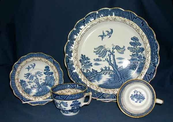 25: Booth's Staffordshire Real Old Willow Dinner Servic