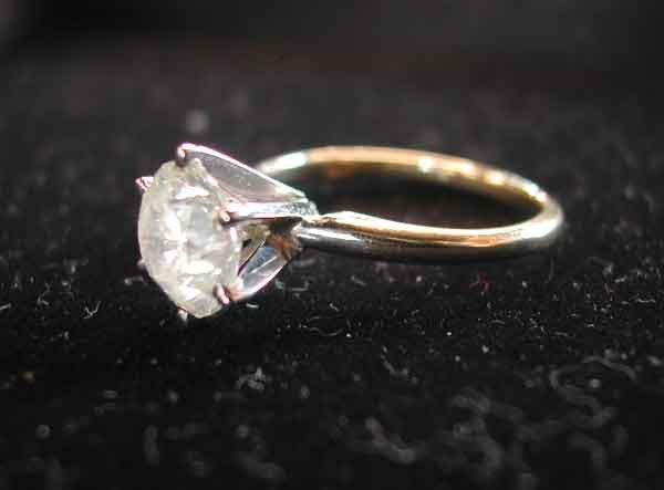 677: Gold and Diamond Solitaire-Style Ring