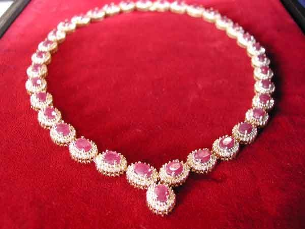686: Gold, Ruby and Diamond Necklace