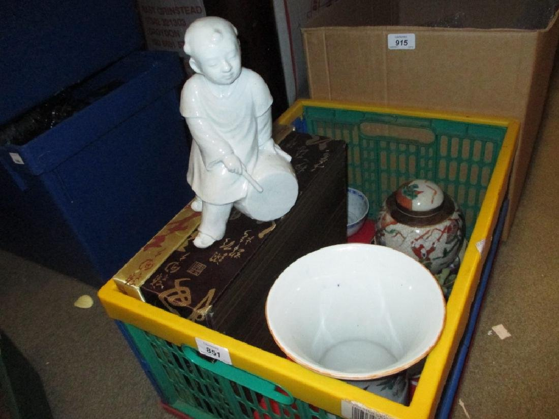 Box containing a quantity of various oriental vases,