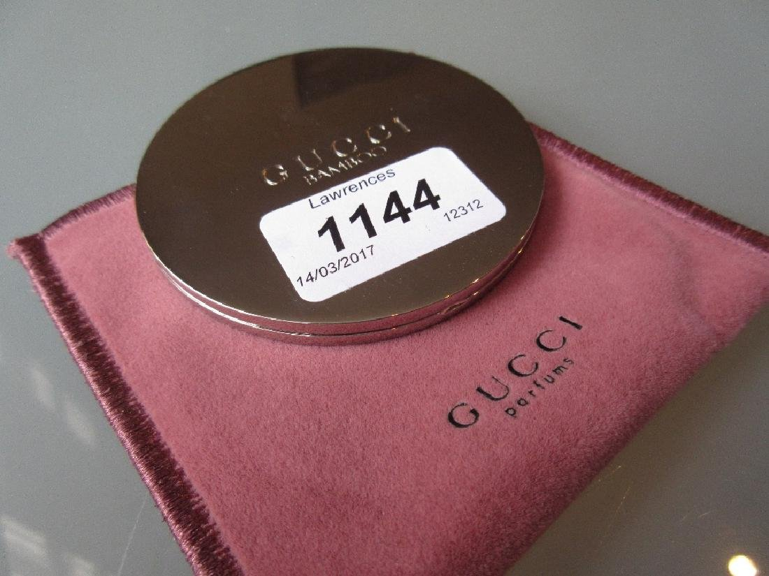 Gucci circular folding make-up mirror in original pouch - 3