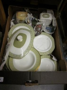 Extensive Royal Doulton Sonnet, dinner, tea and coffee