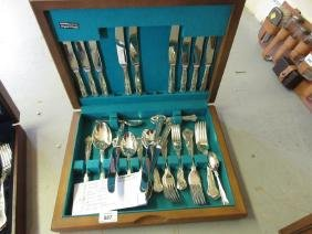 Modern cased silver plated canteen of Kings pattern