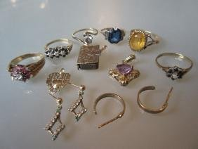 Quantity of gold and other costume rings, lockets and