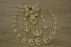 Regency seed pearl part parure, comprising: necklet,