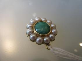 Circular yellow gold pendant brooch set jade and
