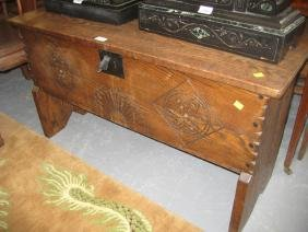 Good quality reproduction oak plank coffer, the hinged