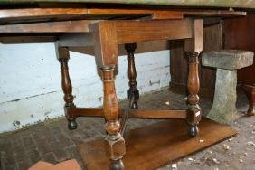 Small 1930's oak draw-leaf dining table on turned