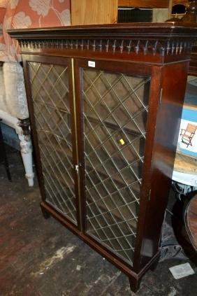 Mahogany two door glazed bookcase (a/f)
