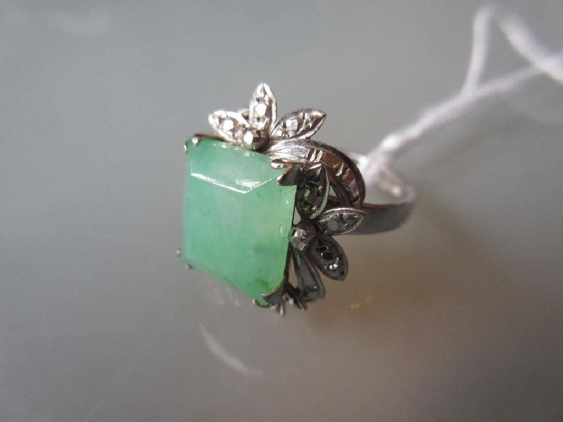 Chinese 14ct gold and jade ring